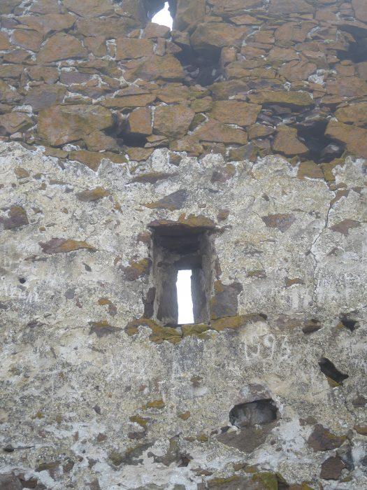 Безенги. Замок Жабоевых. Бойницы западного помещения