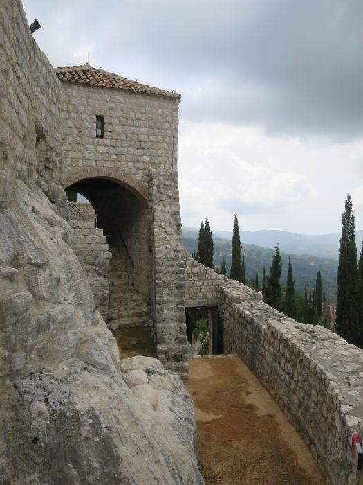 Сокол-Град. Комната арбалетчиков (8) и проход на второй уровень нижнего форта