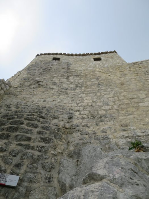 Сокол-Град. Стена у входа в нижний форт