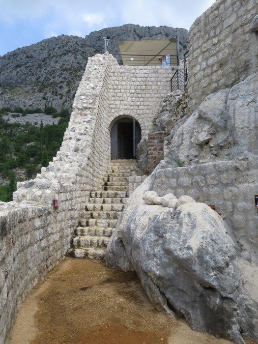 Сокол-Град. Вход в помещения нижнего уровня (12) и (13)