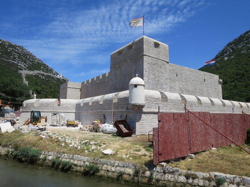 Юго-западная прямоугольная башня