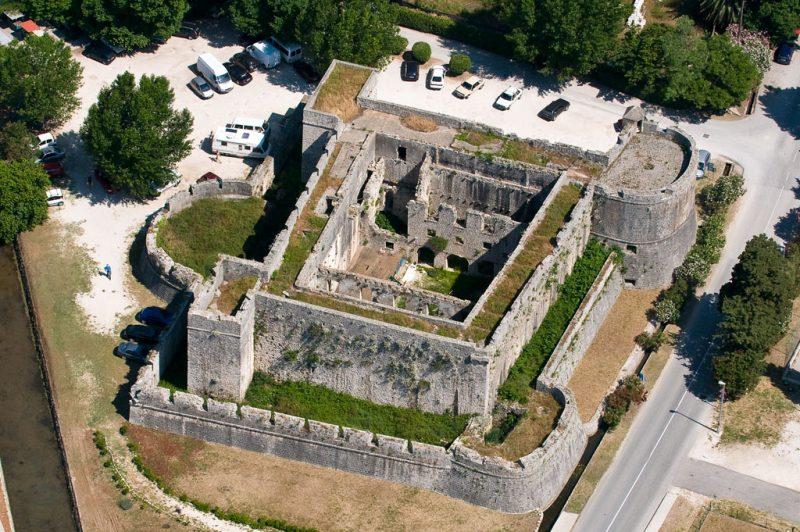 Общий вид крепости Велики Каштио до реставрации
