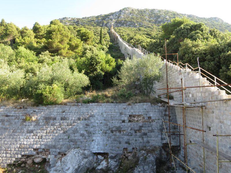 Западный участок стены от башни Minceta до крепости Podzvizd
