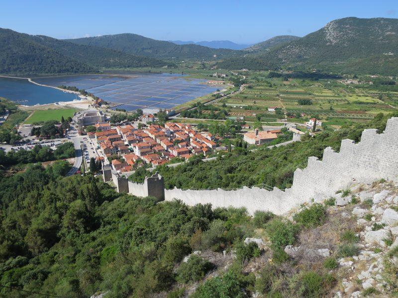 Башни юго-восточной стены и город