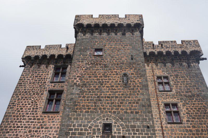 Замок Дофин. Юго-западный фасад замка