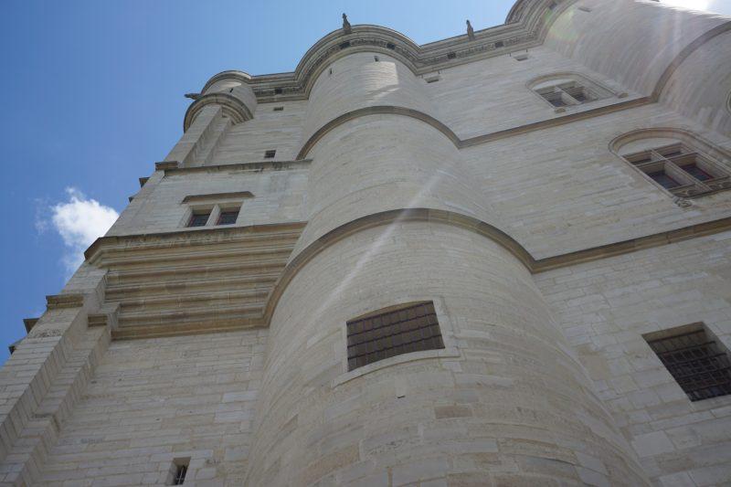 Венсенский замок. Между круглой северо-западной и прямоугольной башней на втором этаже встроен кабинет короля