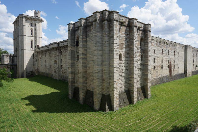 Венсенский замок. Внешние стены