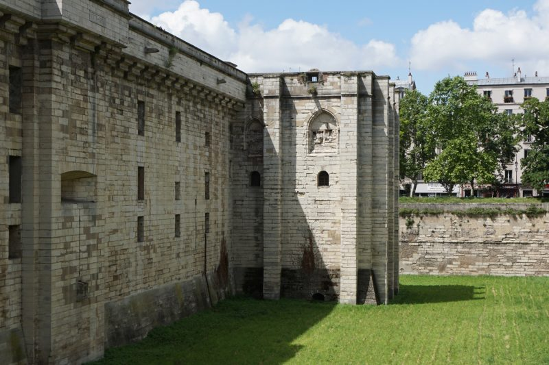 Венсенский замок. Одна из башен внешних укреплений
