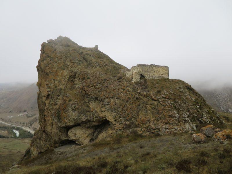 Безенги. Усхур. Склон горы Усхур-баши со строения крепости.