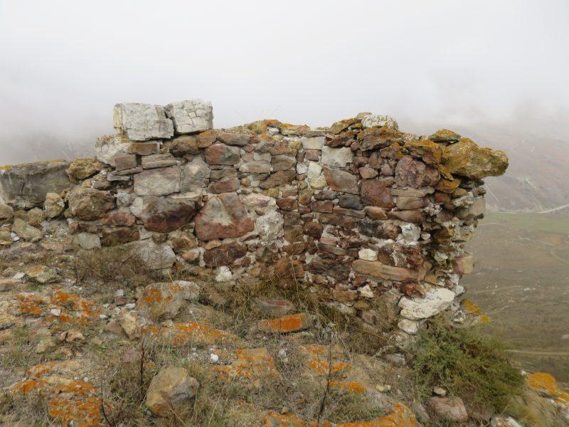 Безенги. Усхур. Северный угол сооружения 2 с внутренней стороны крепости.