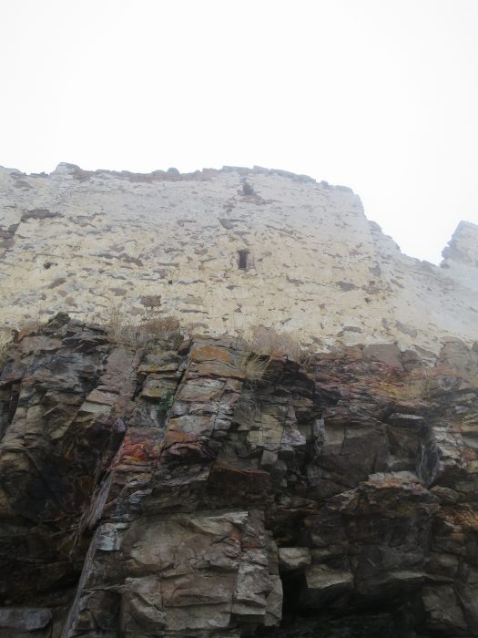 Безенги. Замок Жабоевых. Бойницы южной стены западного помещения