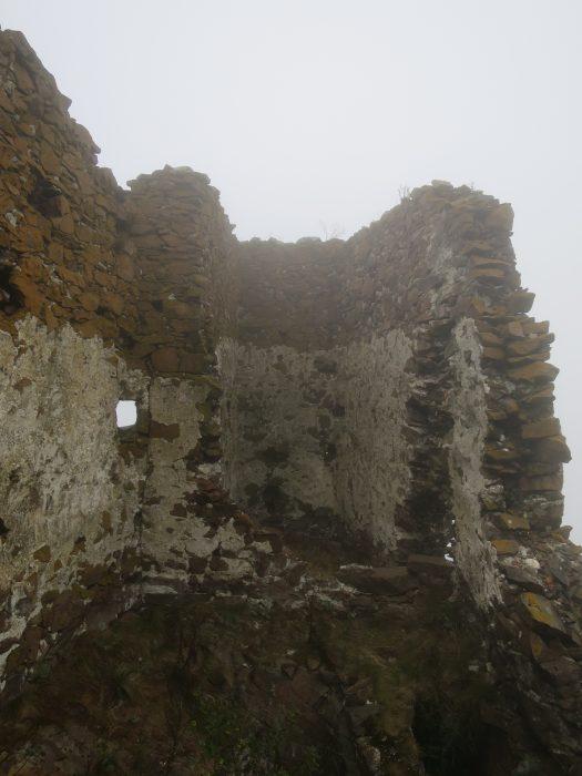 Безенги. Замок Жабоевых. Западная башня и бойница западного помещения