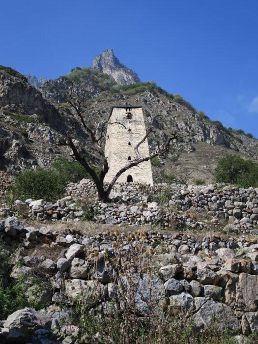 Черекское ущелье. Башня Абаевых. Вид на восточную сторону