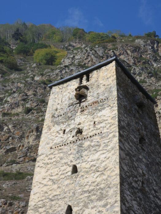 Черекское ущелье. Башня Абаевых. Декор верхней части башни