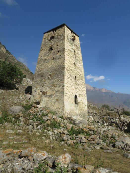 Черекское ущелье. Башня Абаевых.