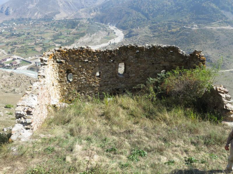 Черекское ущелье. Внутренние стены крепости Болат