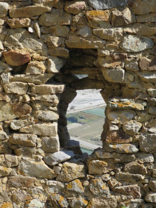 Черекское ущелье. Болат-кала. Окно внешней стены