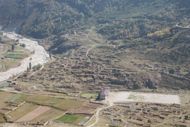 Черекское ущелье. Башня Амирхана и руины селения Шканты