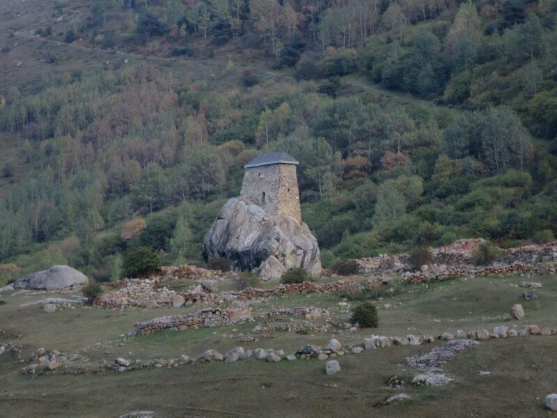 Черекское ущелье. Башня Амирхана, вид от селения