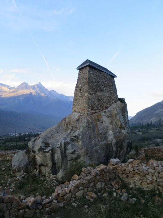 Черекское ущелье. Башня Амирхана с южной стороны