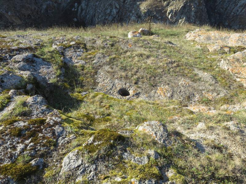 Черекское ущелье. Курнаят. Каменная ступа в толще скалы