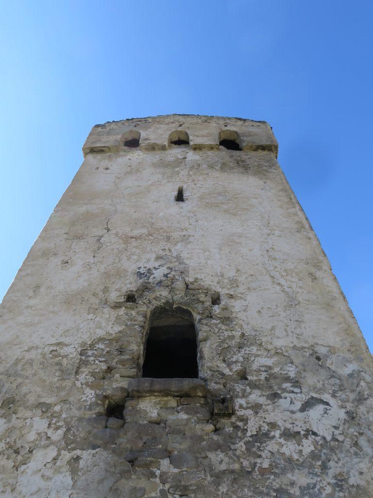 Эльтюбю. Башня Балкауровых. Вход в башню и восточный фасад