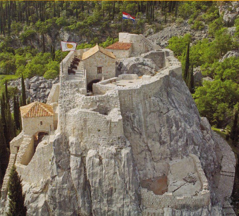 Вид на северо-западную часть крепости сверху (скан из буклета)