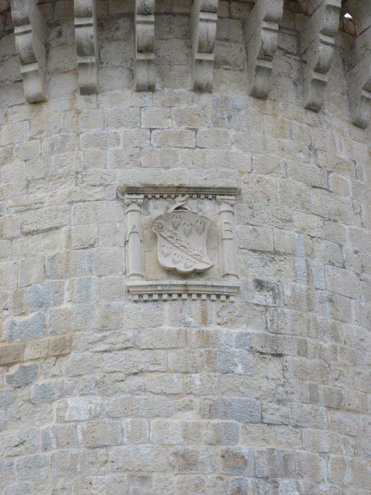 Корчула. Герб на башне Бокар