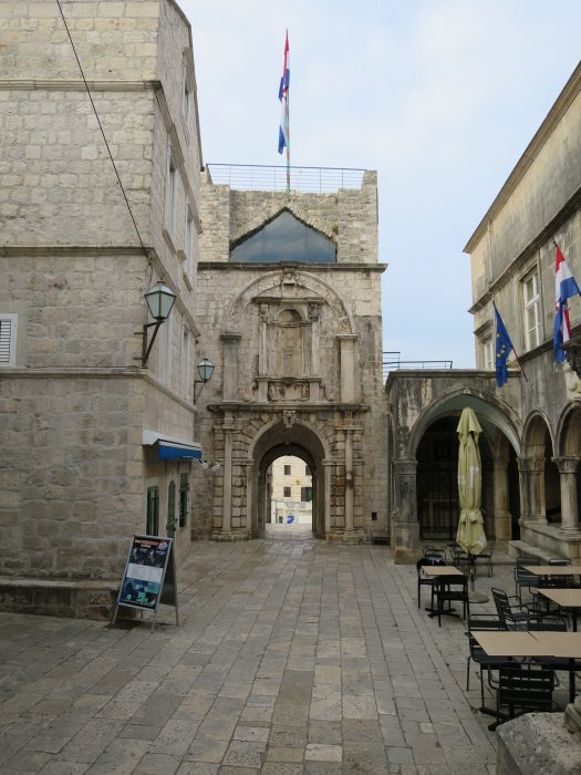 Корчула. Башня Ревелин со стороны города