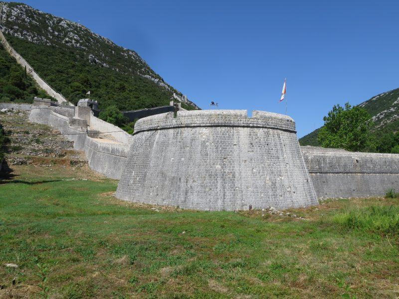 Западный укрепленный участок стены.