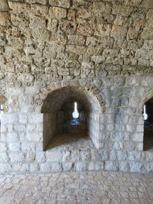 Бойница башни Minceta