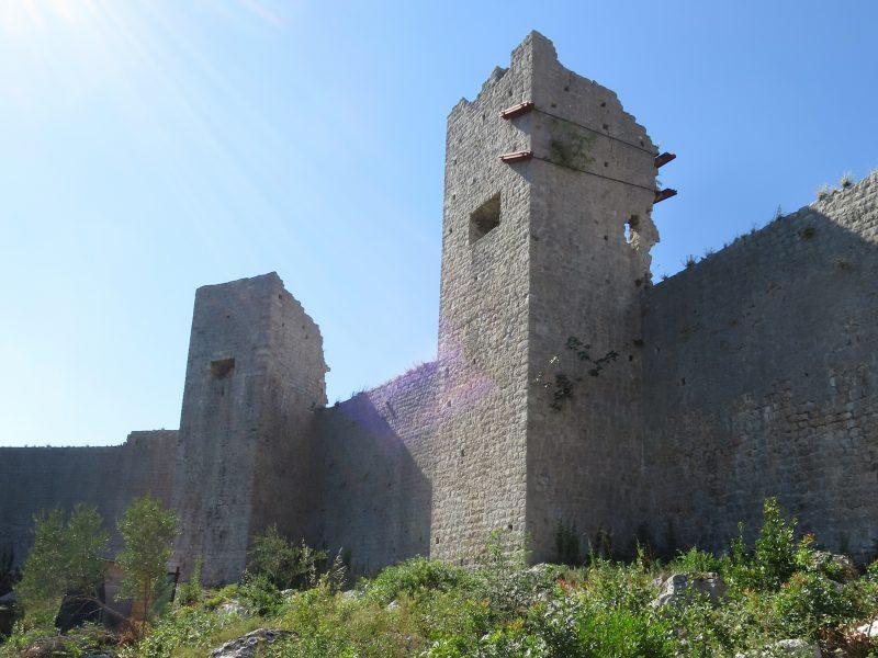 Крепость Коруна. Башни северной стены