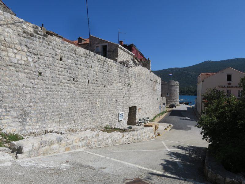 Малый стон. Восточная стена и башня Toljevac