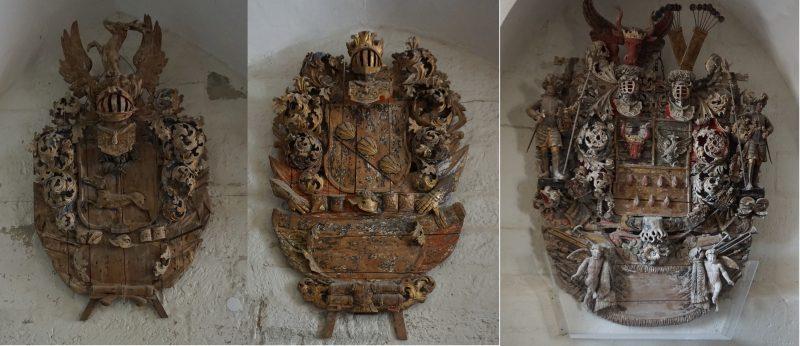 Куресааре. Деревянные гербы, выставленные в жилых комнатах епископа
