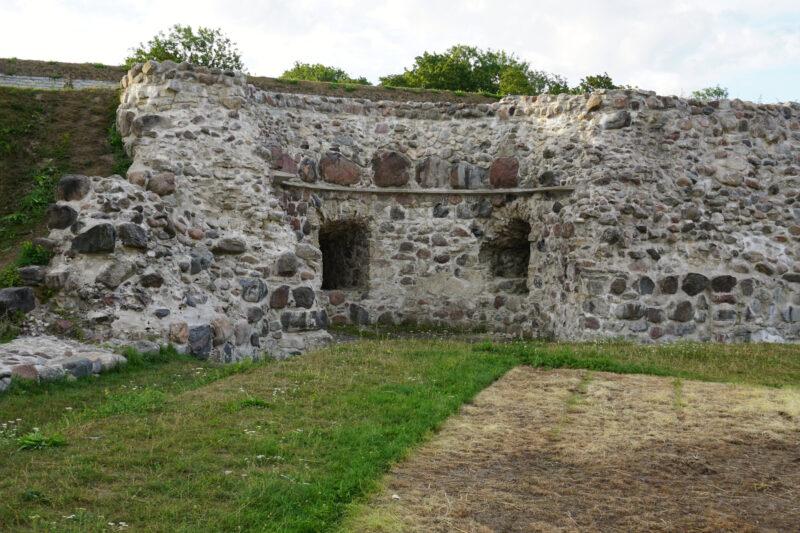 Куресааре. Руины юго-восточной башни укреплений XVI века