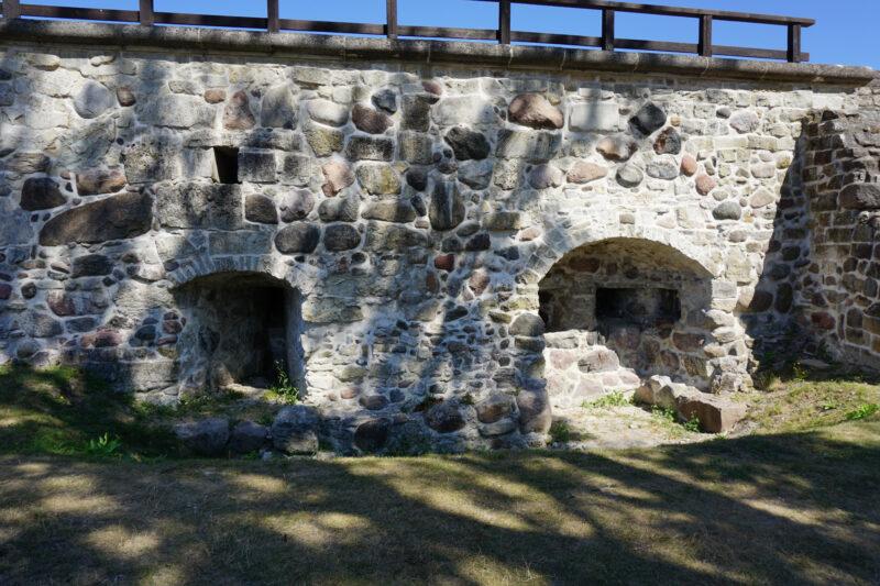 Куресааре. Фрагмент северо-восточной стены XVI века с бойницами
