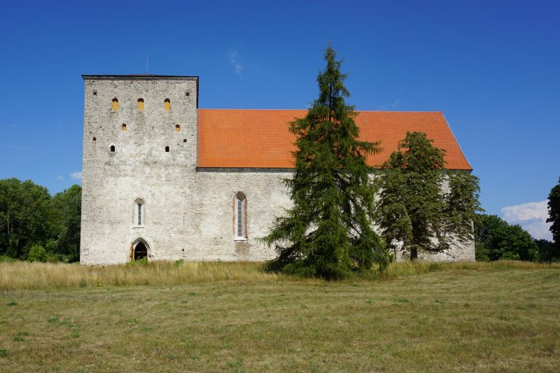 Вид церкви Пёйде с юга