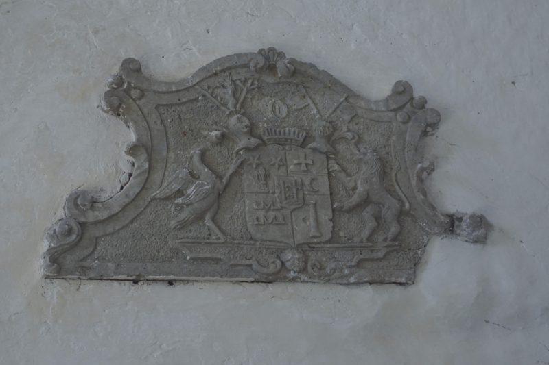 Герб в церкви Пёйде
