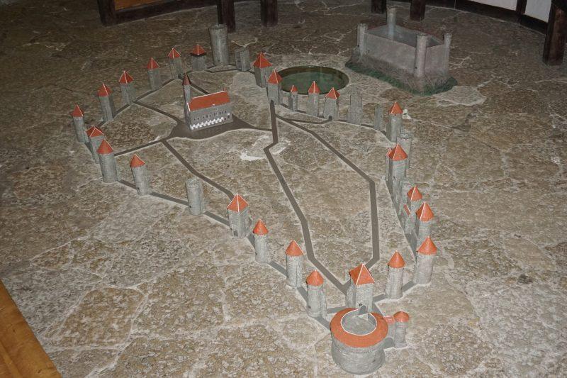 Таллин. Макет башен и замка Тоомпеа