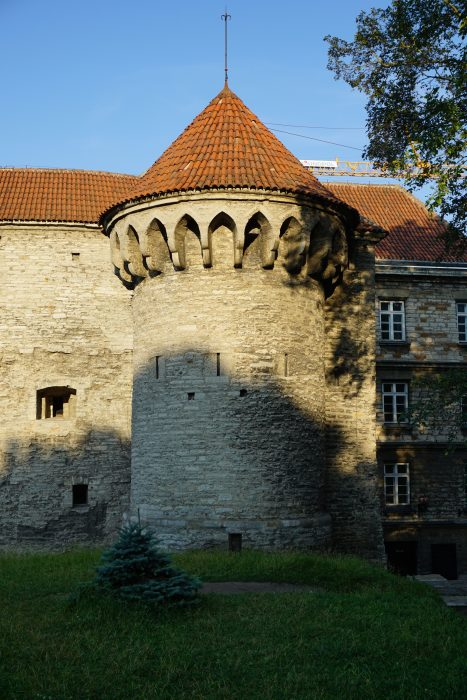 Таллин. Западная башня Больших Морских ворот