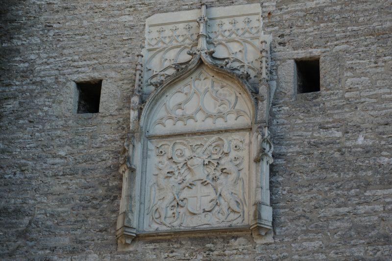 Таллин. Герб города над Большими Морскими воротами