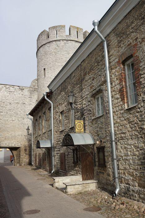 Таллин. Башня Бремени с внешней стороны
