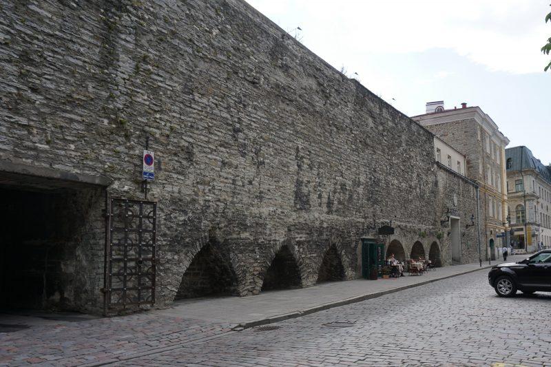 Таллин. Фрагмент стены у башни Ассауве