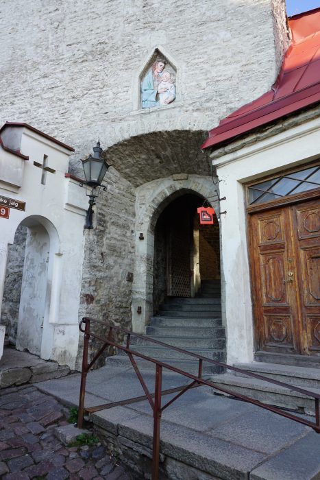 Таллин. Вход в ворота Люхике-Ялг со стороны Нижнего города