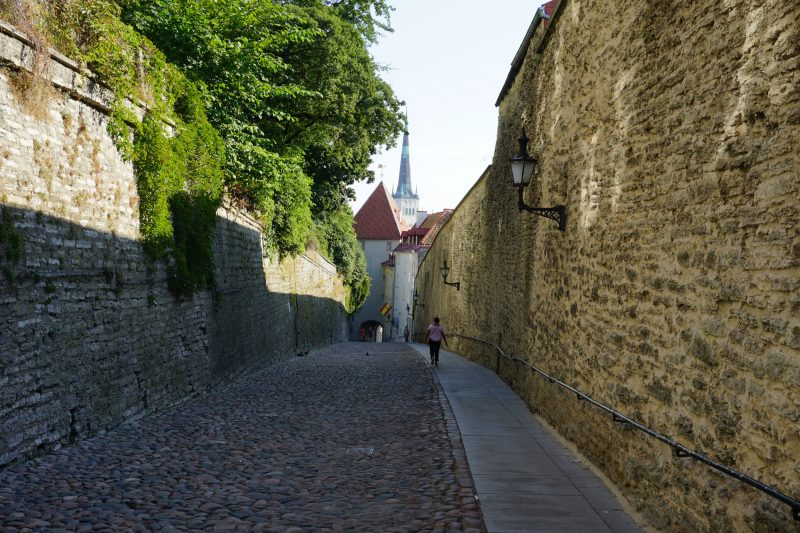 Таллин. Улица и ворота Пикк-Ялг
