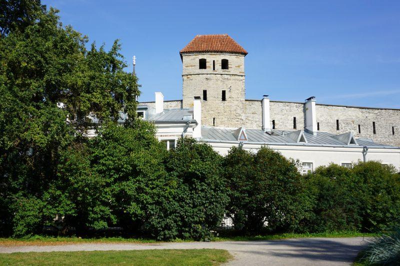 Таллин. Башня Саунаторн с внешней стороны
