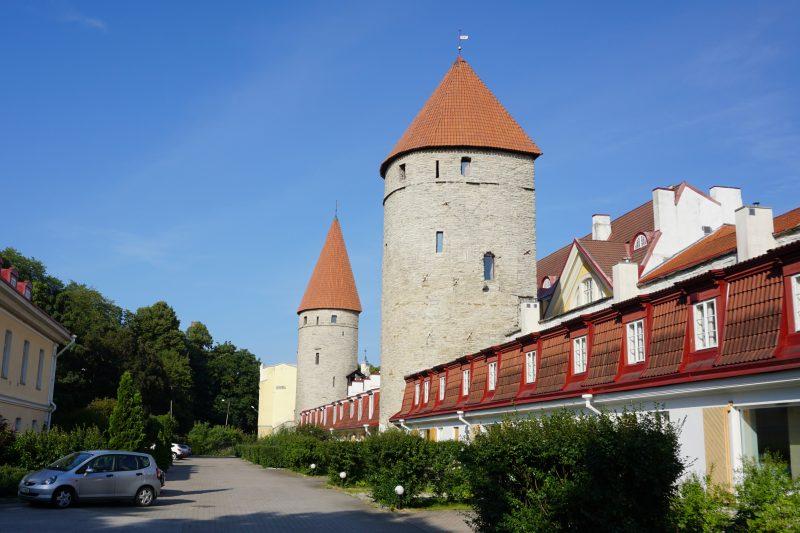 Таллин. Башня Эппинга и за Грусбеке
