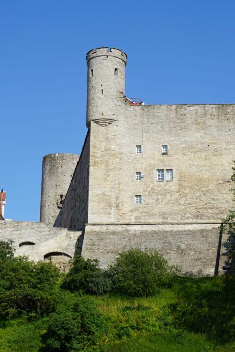 Таллин. Тоомпеа. Башня Пильстикер и Ландскроне (на заднем плане)