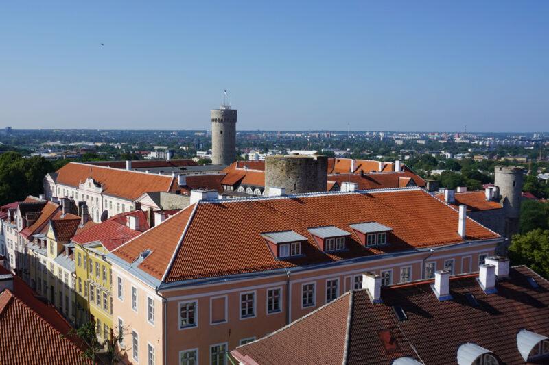 Таллин. Тоомпеа. Вид на замок с Домского собора