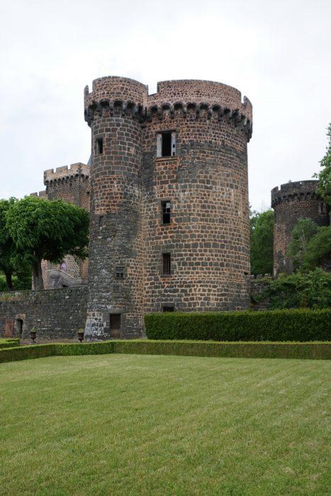 Замок Дофин. Южная башня с внешней стороны